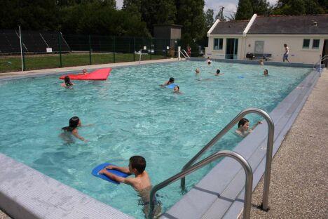 """La piscine du Pont d'Oust à Peillac<span class=""""normal italic petit"""">© Communauté de Communes du Pays de Redon</span>"""
