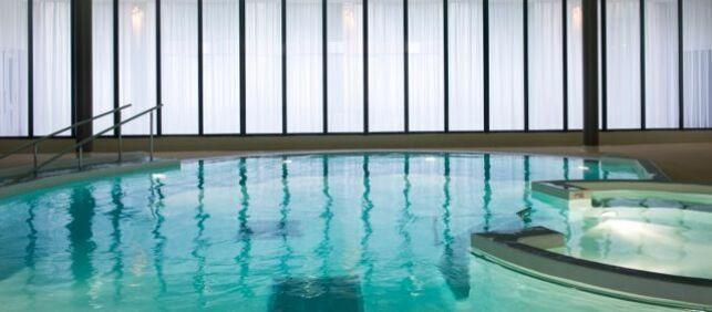 La piscine du Salinea Spa à Salies-du-Salat
