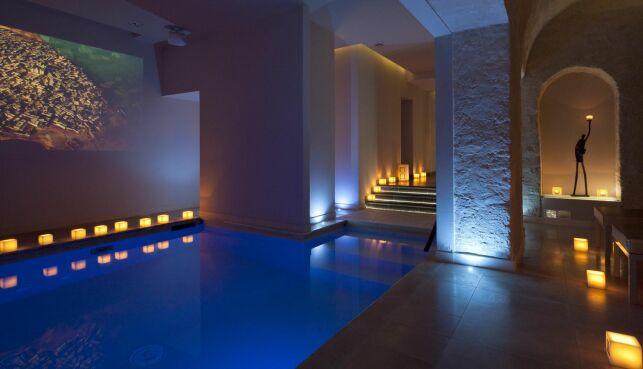 La piscine du spa 28 à Paris (6ème).
