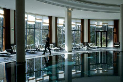 """La piscine du spa au Pavillon de la Rotonde de Charbonnières-les-Bains.<span class=""""normal italic petit"""">DR</span>"""