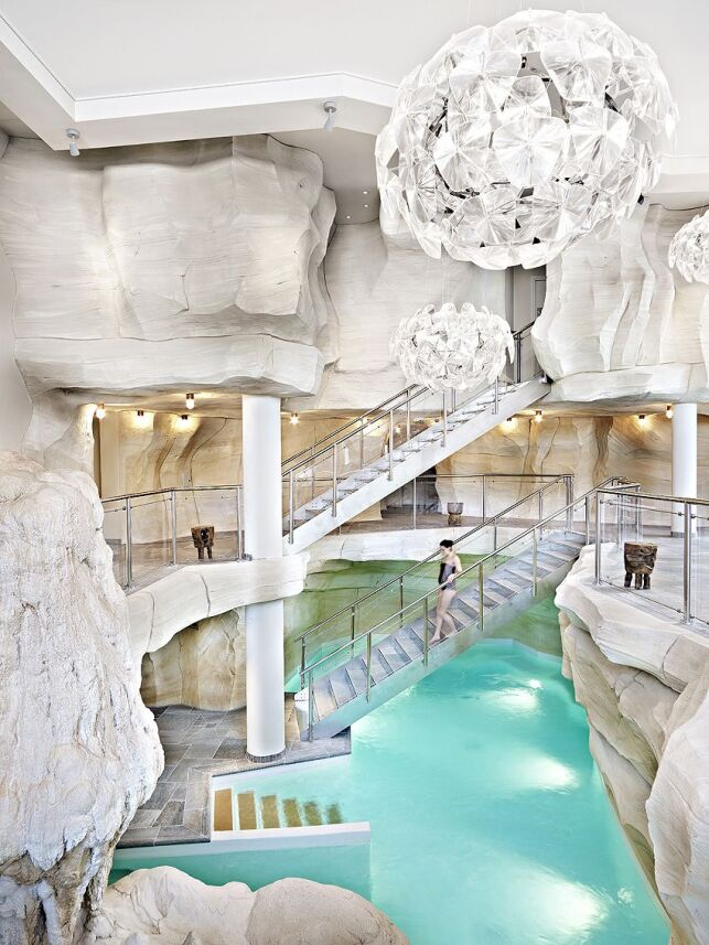 """La piscine du spa """"Les Sources de Marie"""" à Arc 1950"""