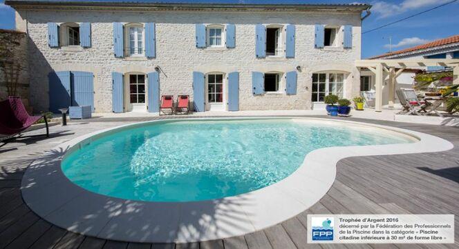"""La piscine Emma, primée dans la catégorie """"Piscine citadine inférieurs à 30m² de forme libre"""""""