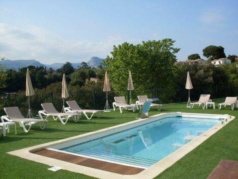 """La piscine extérieure de l'hôtel All Suites Resort & Spa à La Gaude<span class=""""normal italic petit"""">DR</span>"""