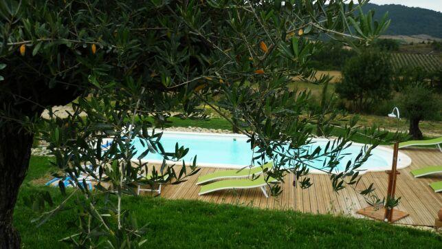 """La piscine extérieure du spa """"Relais de l'Alsou"""" à Labastide en Val"""