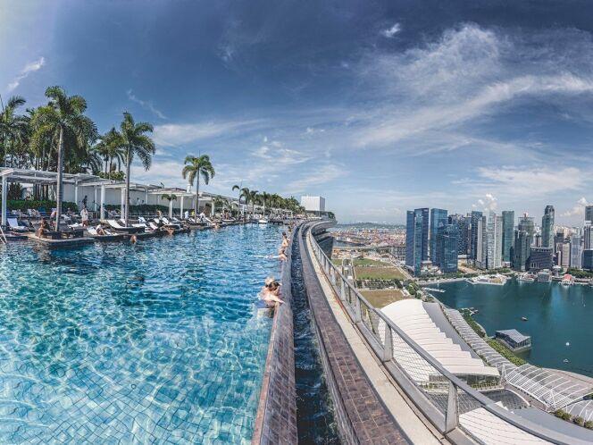 Les plus belles piscines sur toit dans le monde la for Singapour hotel piscine sur le toit