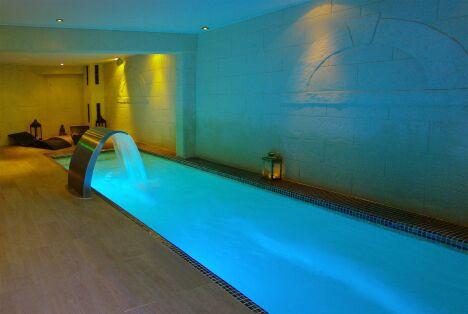 """La piscine intérieure du EasySpa Concept à Montpellier.<span class=""""normal italic petit"""">DR</span>"""