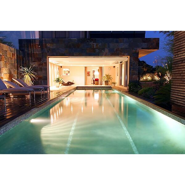 La piscine int rieure et ext rieure par diffazur for Piscine dans la maison