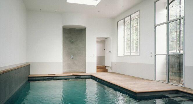 La piscine intérieure installée dans l'ancienne orangerie du XIXe siècle