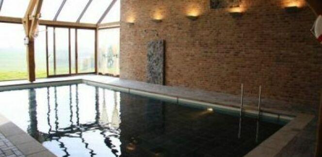 """La piscine intérieure : un luxe indéniable<span class=""""normal italic petit"""">© Aqualift</span>"""