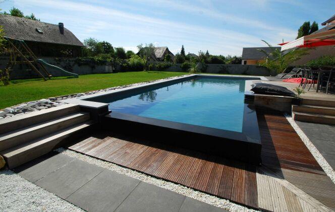 La piscine miroir, star des ambiances contemporaines © L'Esprit Piscine