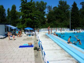 La piscine municipale de Grenade.
