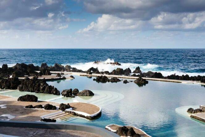La piscine naturelle de Porto Moniz sur l'île de Madère au Portugal