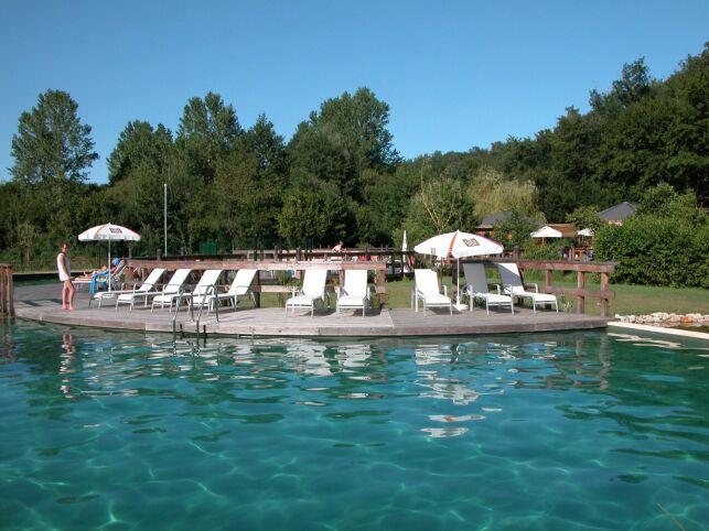 La piscine naturelle du Parc-en-ciel à Lacapelle-Biron