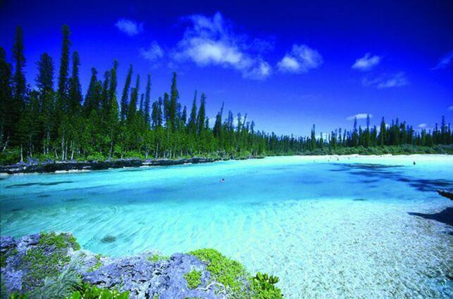 La piscine naturelle sur l'île des Pins en Nouvelle-Calédonie