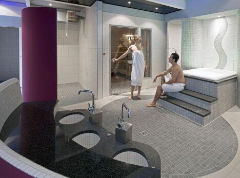 """La piscine Nautiland à Haguenau possède un espace détente avec sauna et hammam.<span class=""""normal italic"""">© Nautiland</span>"""