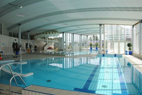 "La piscine Nayéo à Nay possède un toboggan intérieur<span class=""normal italic petit"">DR</span>"