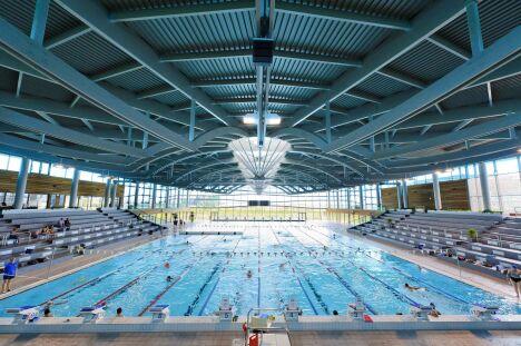 "La piscine olympique de Dijon<span class=""normal italic petit"">© Vincent Collin</span>"