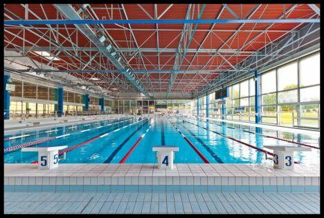 "La piscine olympique du complexe aquatique de Vittel<span class=""normal italic petit"">© JF HAMARD</span>"