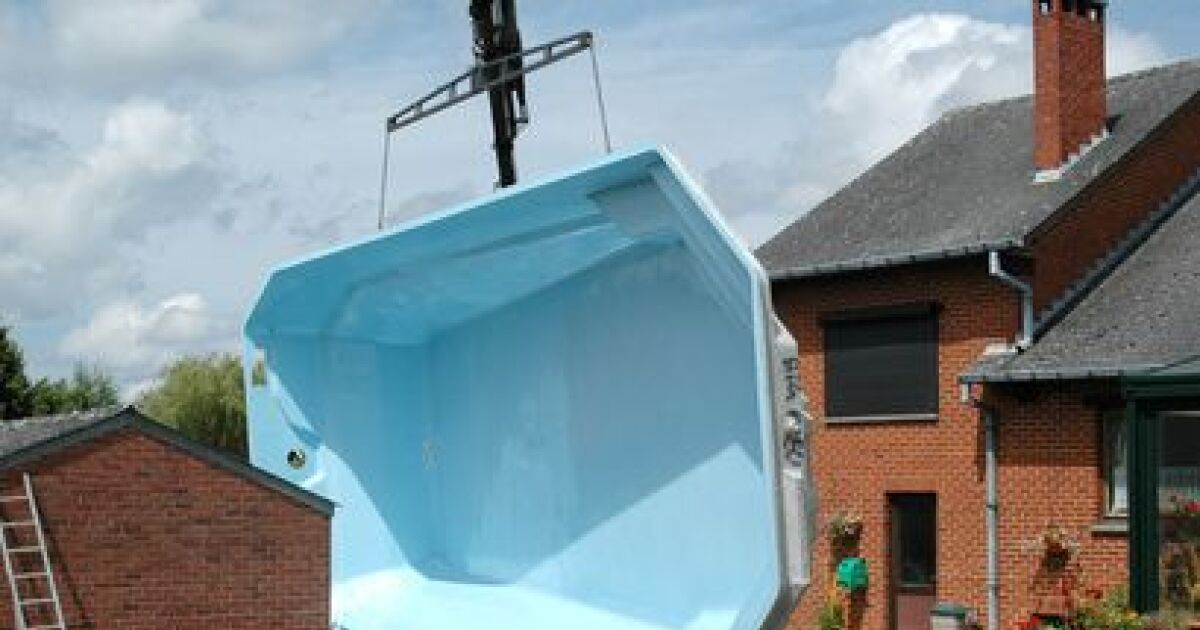 La piscine polyester une piscine coque rapide installer for Construction piscine coque