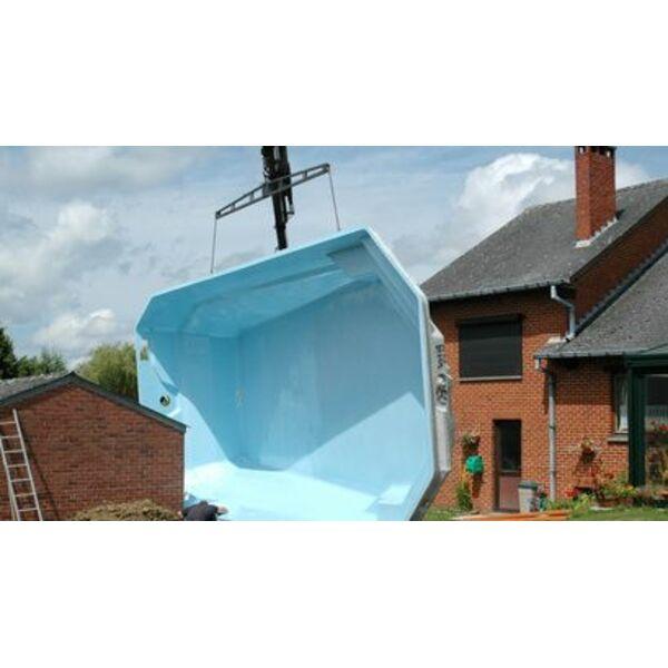 La piscine polyester une piscine coque rapide installer for Piscine polyester
