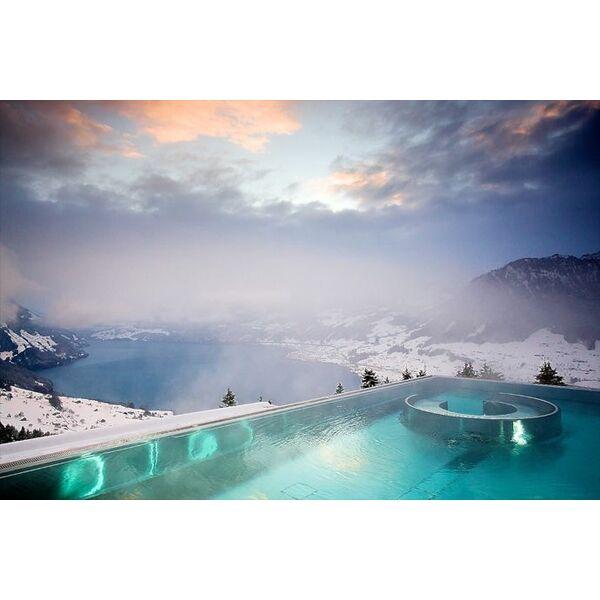la piscine suisse qui fait le buzz. Black Bedroom Furniture Sets. Home Design Ideas