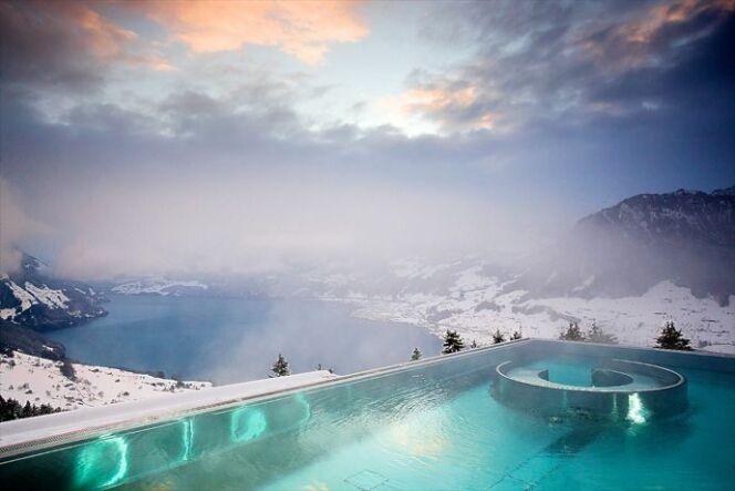 "La piscine Suisse qui fait le buzz <span class=""normal italic petit"">© Villa Honegg - designrulz</span>"