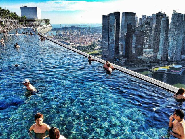 La piscine suspendue du Marina Bay Sands à Singapour