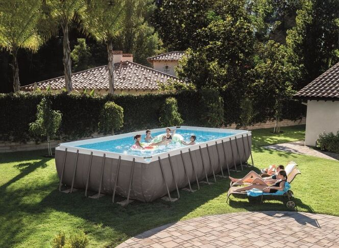 "La piscine Ultra Silver, par Intex<span class=""normal italic petit"">© Intex</span>"