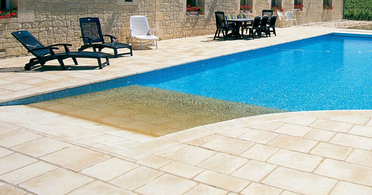 la plage de piscine pour un acc s en douceur la piscine. Black Bedroom Furniture Sets. Home Design Ideas