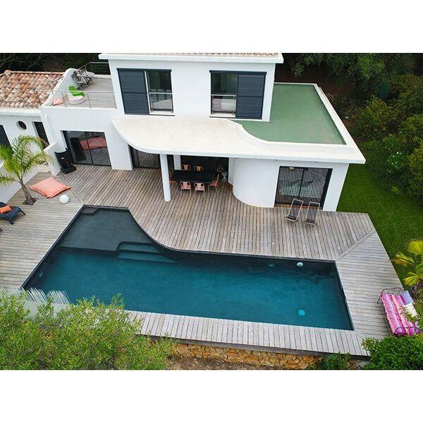 la plage de piscine pour un moment de d tente apr s la. Black Bedroom Furniture Sets. Home Design Ideas