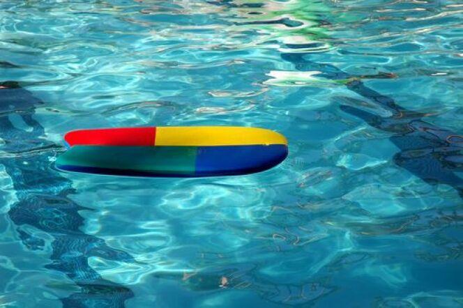 """La planche de natation (ou tablette)<span class=""""normal italic petit"""">© Steve Cukrov</span>"""