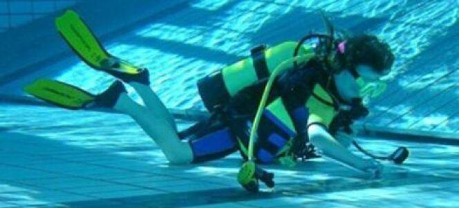 """La plongée en piscine pour s'entrainer à la plongée sous marine<span class=""""normal italic petit"""">DR</span>"""