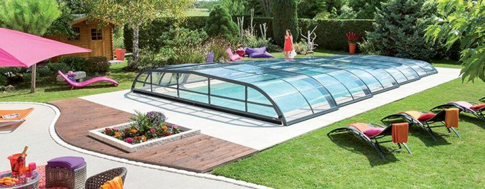 La pose d'un abri de piscine à 1 € avec Abri de Piscine Rideau !© Abri de Piscine Rideau