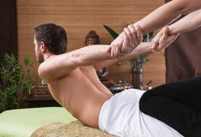 La posture du cobra est une position réalisée lors d'un massage thaïlandais