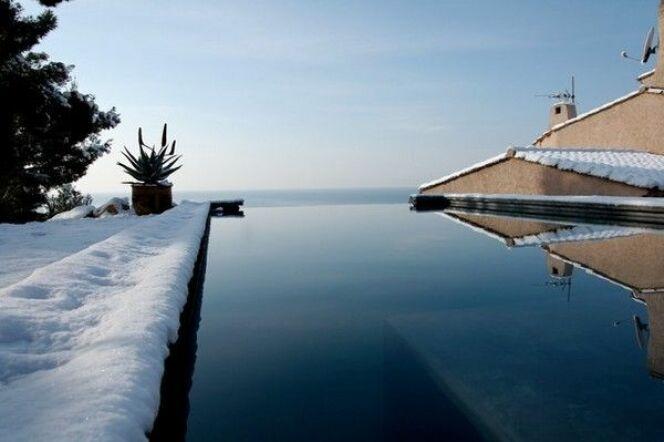 La remise en route d'une piscine au sel après l'hivernage