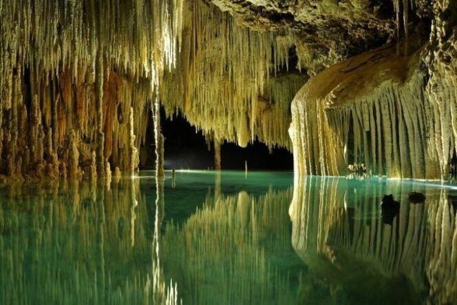 La rivière souterraine de Rio Secreto, Mexique.