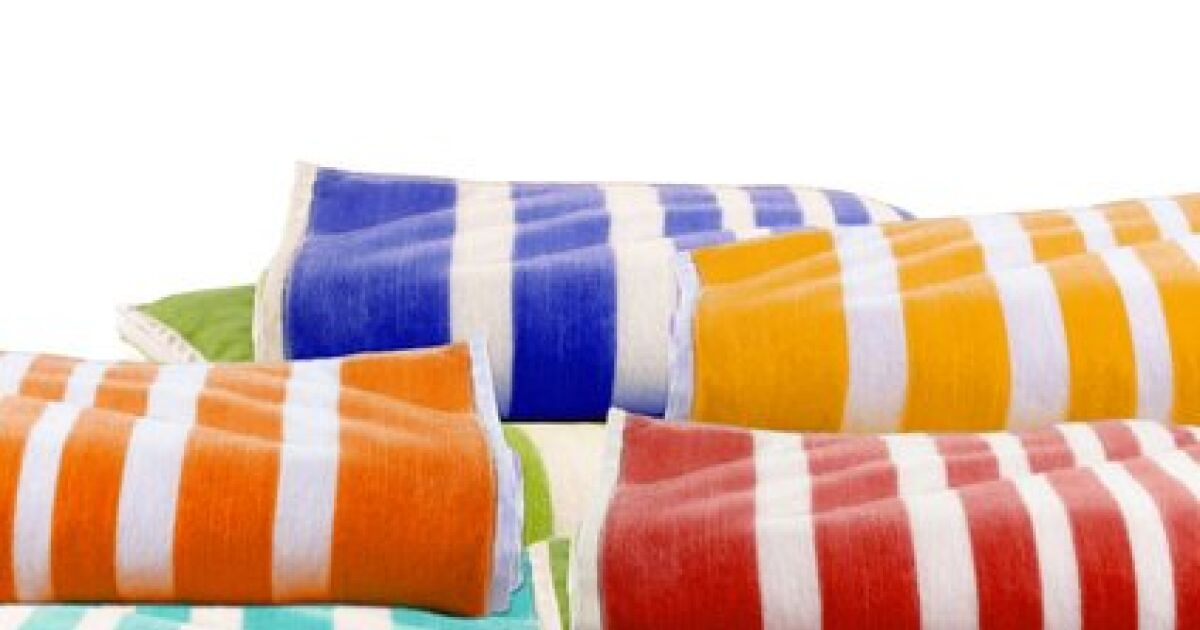 Quelle serviette de bain pour la piscine for Piscine et bain coulommiers