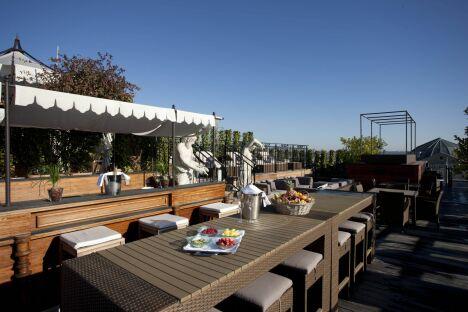 """La terrasse du Spa Nuxe au Grand Hôtel de Bordeaux<span class=""""normal italic petit"""">© Guy Charneau</span>"""