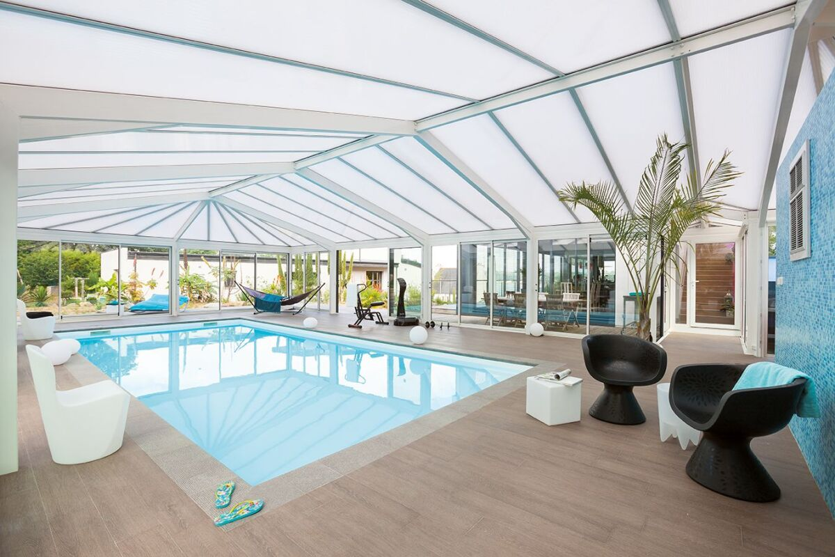 Extension Maison Piscine Couverte véranda de piscine ou abri de piscine ? - guide-piscine.fr