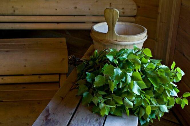 """La vihta, la branche tressée en bouleau pour votre séance de sauna<span class=""""normal italic petit"""">DR</span>"""