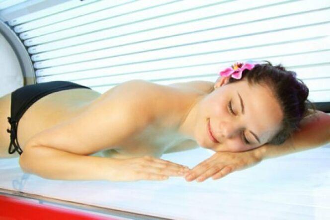 """La cabine UV n'est pas sans risques pour la santé<span class=""""normal italic petit"""">© Spofi - Fotolia.com</span>"""