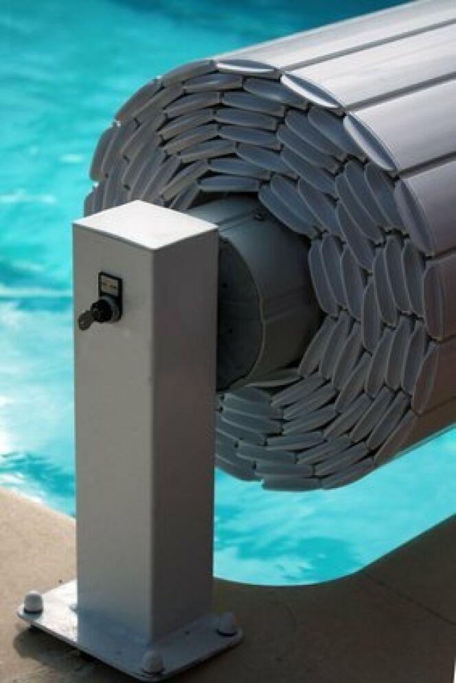 la couverture de s curit non aux accidents dans la piscine. Black Bedroom Furniture Sets. Home Design Ideas
