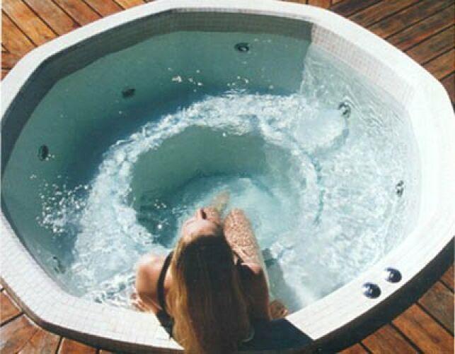 La forme du spa Octavia permet des instants de bien-être seul ou à plusieurs.