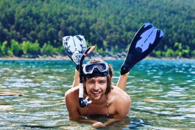 """La nage avec palmes : galbez et musclez vos jambes !<span class=""""normal italic petit"""">© Andrey Kiselev - Fotolia.com</span>"""