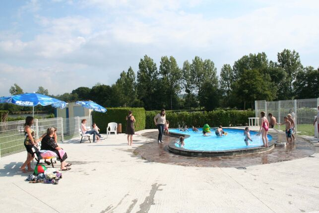 La pataugeoire de la piscine à Brecey