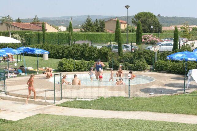 La pataugeoire de la piscine à Pernes les Fontaines