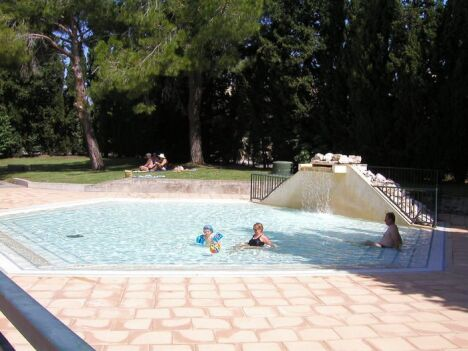 La pataugeoire de la piscine de Maussane les Alpilles