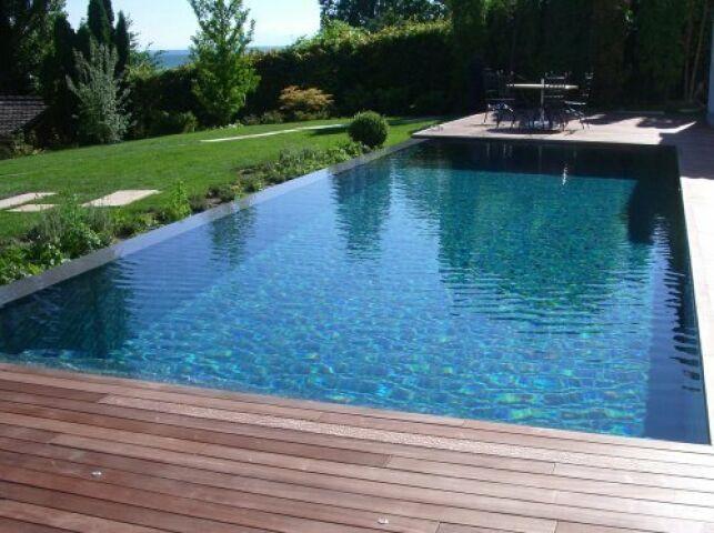 La piscine à débordement : belle, belle, belle