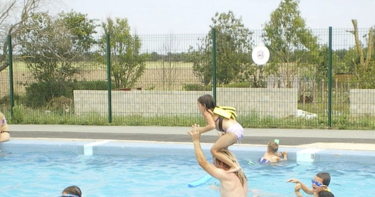 Piscine de esnandes horaires tarifs et t l phone for Tarif piscine creusee