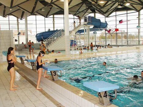 """La piscine de Chauray et son toboggan aquatique<span class=""""normal italic"""">DR</span>"""